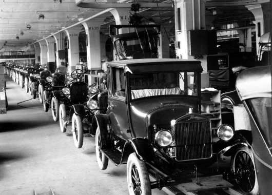 vintage-ford-assembly-line-manufactures-historical-photos-36