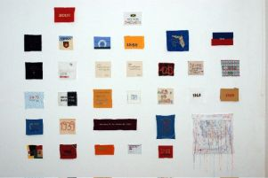 Mémoire des Amériques Alex Burke Installation, broderies et objets divers –2009 – Photo Alex Burke