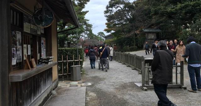 金沢旅行情報:トップシーズンでも兼六園に待たずに入る
