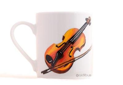 Taza con violín