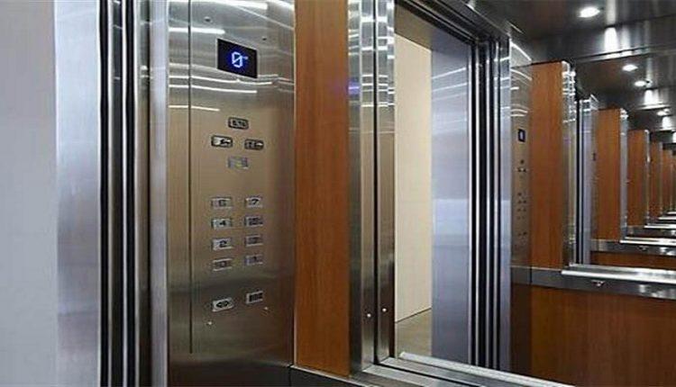 Όργιο στην Πάτρα: 22χρονης με 79χρονο οργίαζαν μέσα στο ασανσέρ
