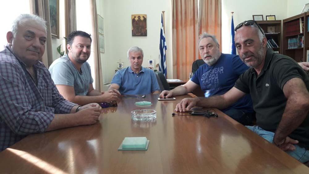 Συνάντηση εκπροσώπων της «μελανόλευκης» διοίκησης με το δήμαρχο Αιγιάλειας