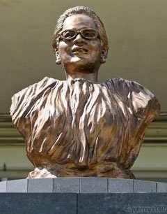 Agueda_Portrait_Statue