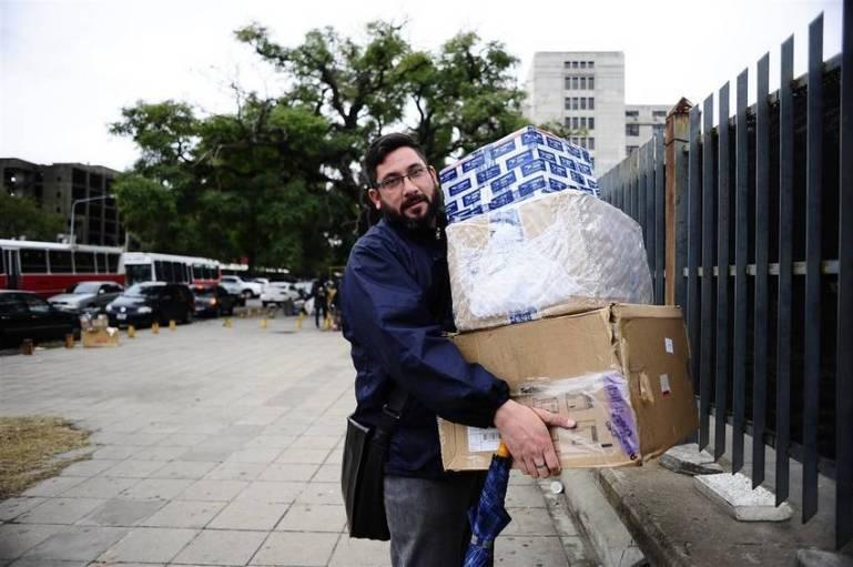 Comprar en el exterior es más barato, pero perdés horas de tu vida en Retiro - Foto: Clarín