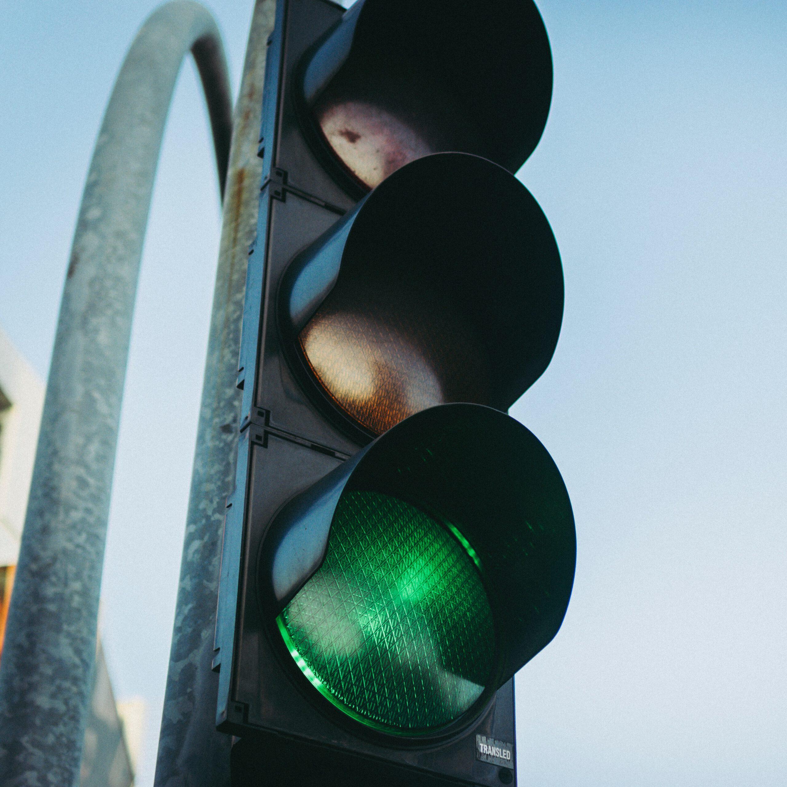 Bild einer Ampel, die auf grün steht