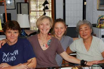 San Diego, août 2013 – De gauche à droite : Diane Deskin, Lori Stewart, Jenny Flower, Mrs. Mitsuko Chiba