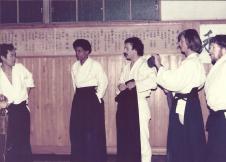 Fin de cours au dojo San Shin Kai, 1978 ou 79 - De gauche à droite: Chiba Sensei, Loraine DiAnne, Didier Boyet