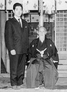 Hirozaku Kobayashi con O Sensei en los años sesenta.