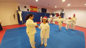 aikido-kids-infantil-y-juvenil-entrenamiento-navideno-2016-defensa-personal-aikido-aikikai-san-vicente-del-raspeig-al_10