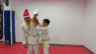 aikido-kids-infantil-y-juvenil-entrenamiento-navideno-2016-defensa-personal-aikido-aikikai-san-vicente-del-raspeig-al_111