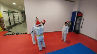 aikido-kids-infantil-y-juvenil-entrenamiento-navideno-2016-defensa-personal-aikido-aikikai-san-vicente-del-raspeig-al_37