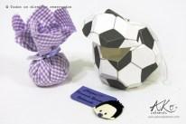 Lembrancinha bola Futebol (sache e fecho de imã)