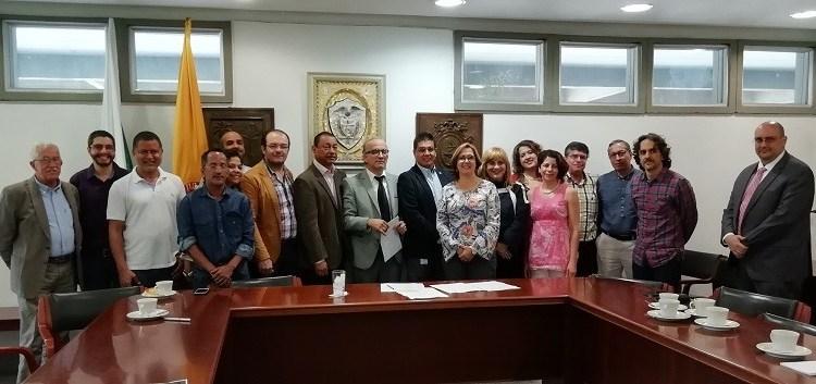 300 profesores de cátedra logran acuerdo laboral con la Universidad de Antioquia