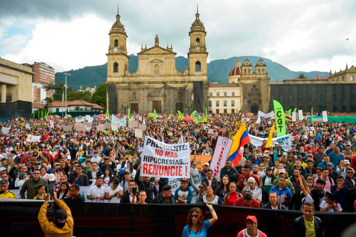 El noviembre que Colombia se levantó contra el Gobierno con marchas  multitudinarias y cacerolazos inéditos