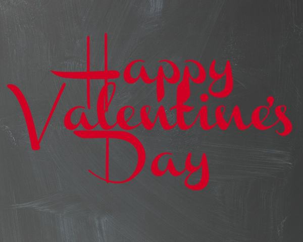 Happy Valentines Day Chalkboard Print- Free Valentine's Day Printable from http://aileencooks.com