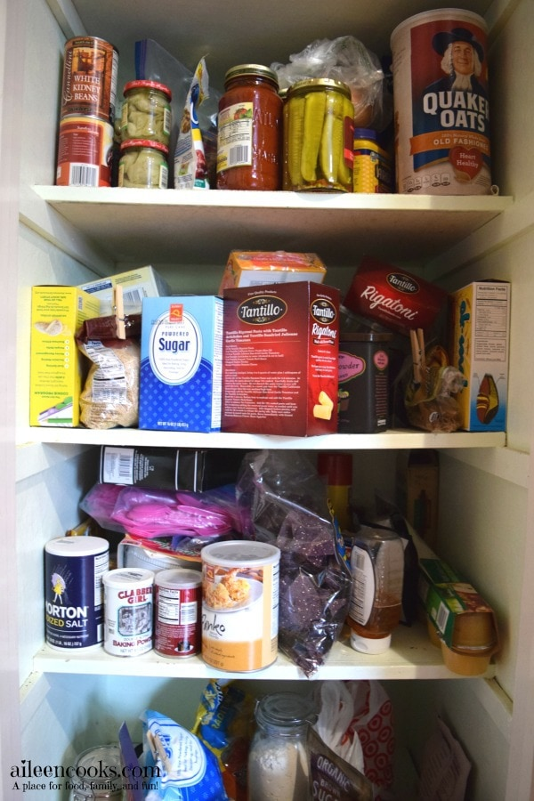 7 Day De-Cluttering Challenge Day Six, Today I tackled the pantry!