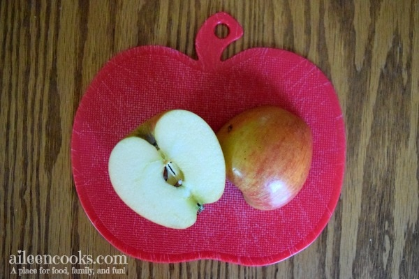 Whether you're making these diy apple printed canvas bags as a teacher gift, earth day project, or fall project - your kids will have a lot of fun being creative and they will have a beautiful and useful reusable bag at the end of the project. These DIY canvas bags are perfect for trips to the library or grocery store!