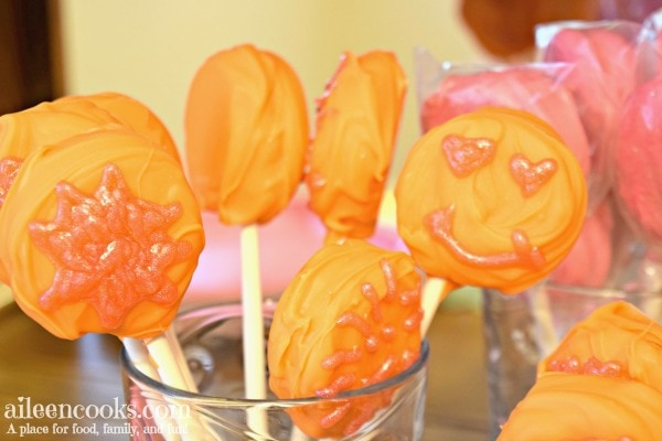 Make these you are my sunshine oreo pops to go with a fun you are my sunshine themed party. Oreo cookie pops are easy to make and even more fun to eat!