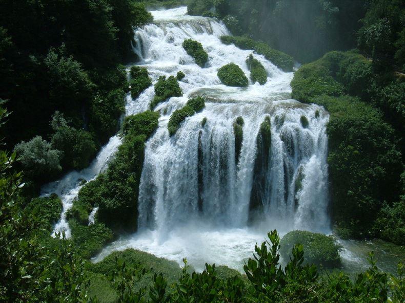 美しい滝画像 8