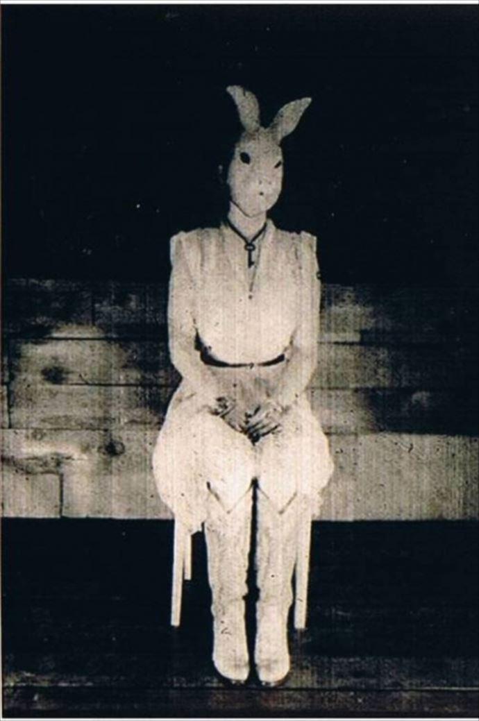 意味不明・・不気味で怖い昔の画像(1900年代の写真50枚)