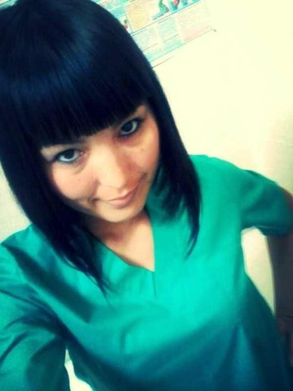 美人女医画像 15