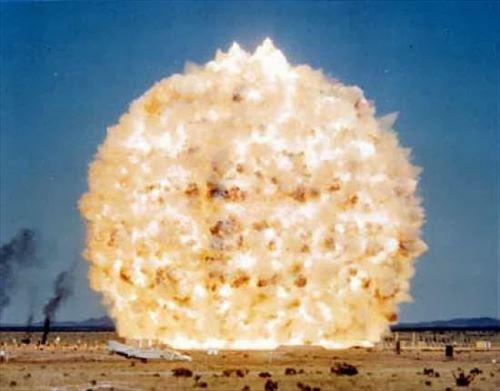 史上最大の爆発6種(爆弾・隕石・噴火)