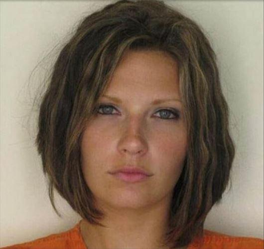 ネット上で絶賛された美しい女性犯罪者(写真・罪状)