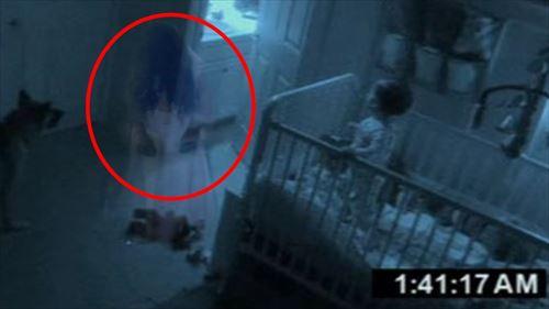 赤ちゃんが・・ベビーモニターがとらえた奇妙な怖い写真