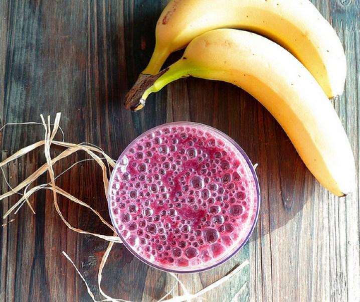 Smoothie myrtilles, banane et lait végétal, «le deep purple»