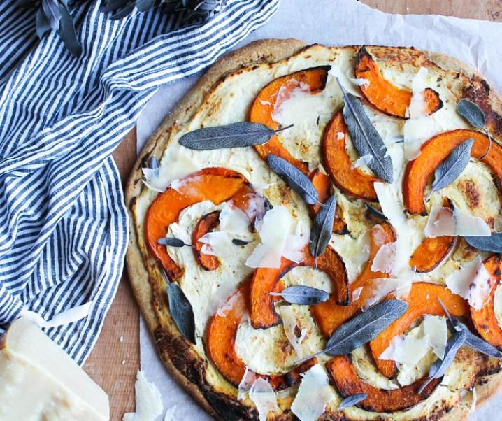 Pizza blanche au potimarron et à la sauge