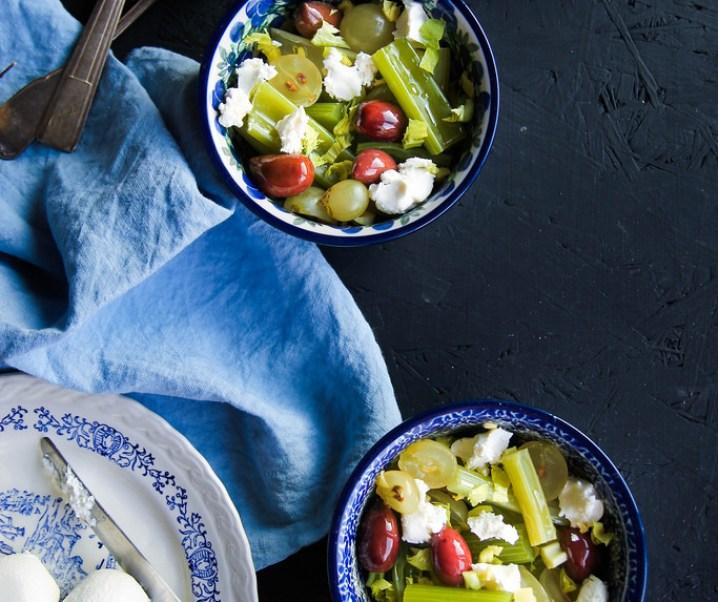 Salade van selderij, labne, olijven en druiven