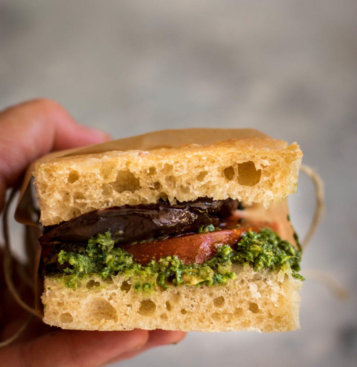 Sandwich focaccia aux aubergines {vegan}