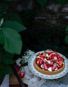 Tartines d'ornithogales, labné et pignons {vegan}