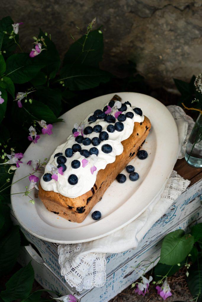 Cake aux myrtilles et glaçage ricotta vegan