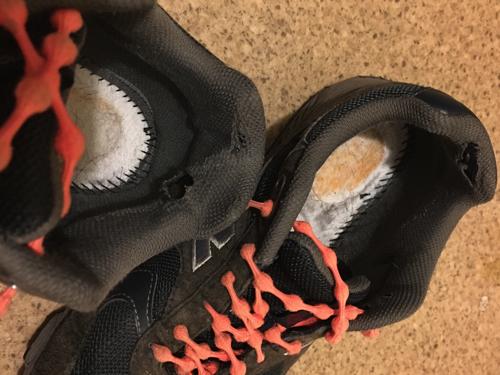なんと!100kmウォーキング直前に肝心の靴に穴が!!