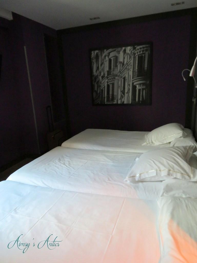 Hotel Santo Domingo, Madrid. Room with three beds