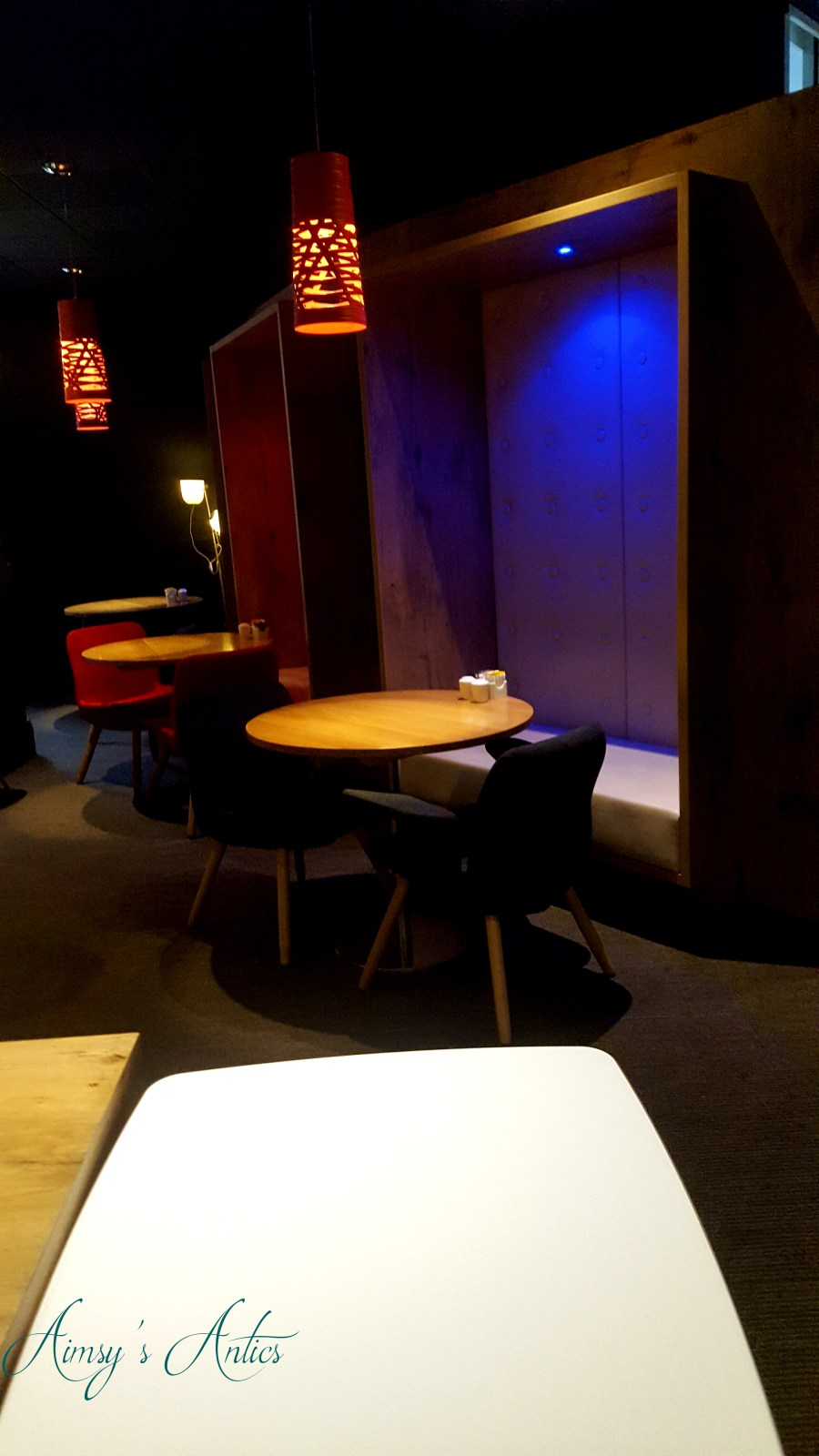 Image of booth seating area in Ibis Hotel Leeds