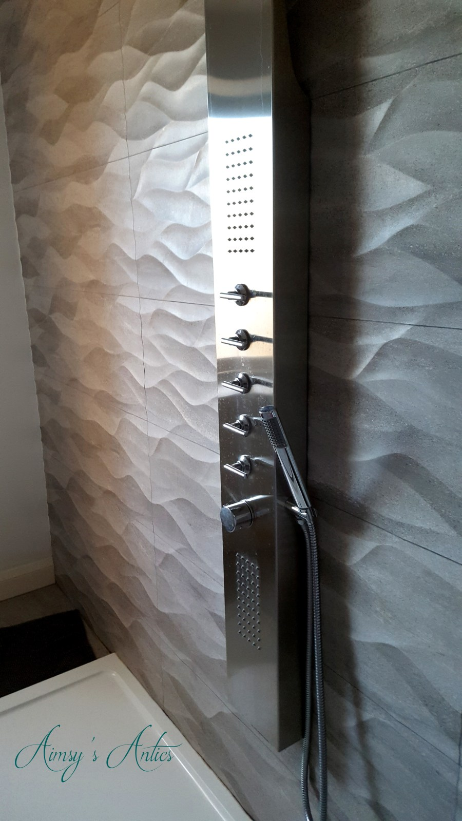 Image of a large power shower in the High-end Beachside house