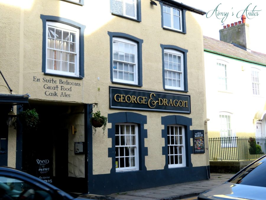 Exterior of the George & Dragon Pub in Conwy