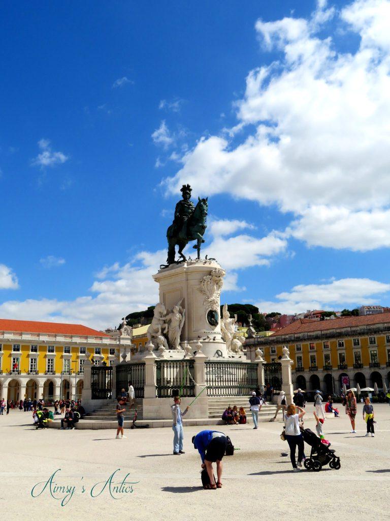 Statue in Praça do Comércio