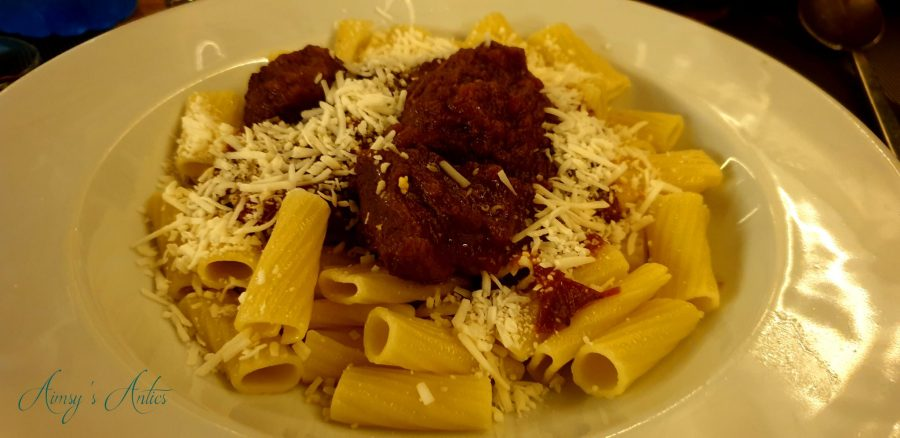 Pastisada (beef with large pasta and cheese)