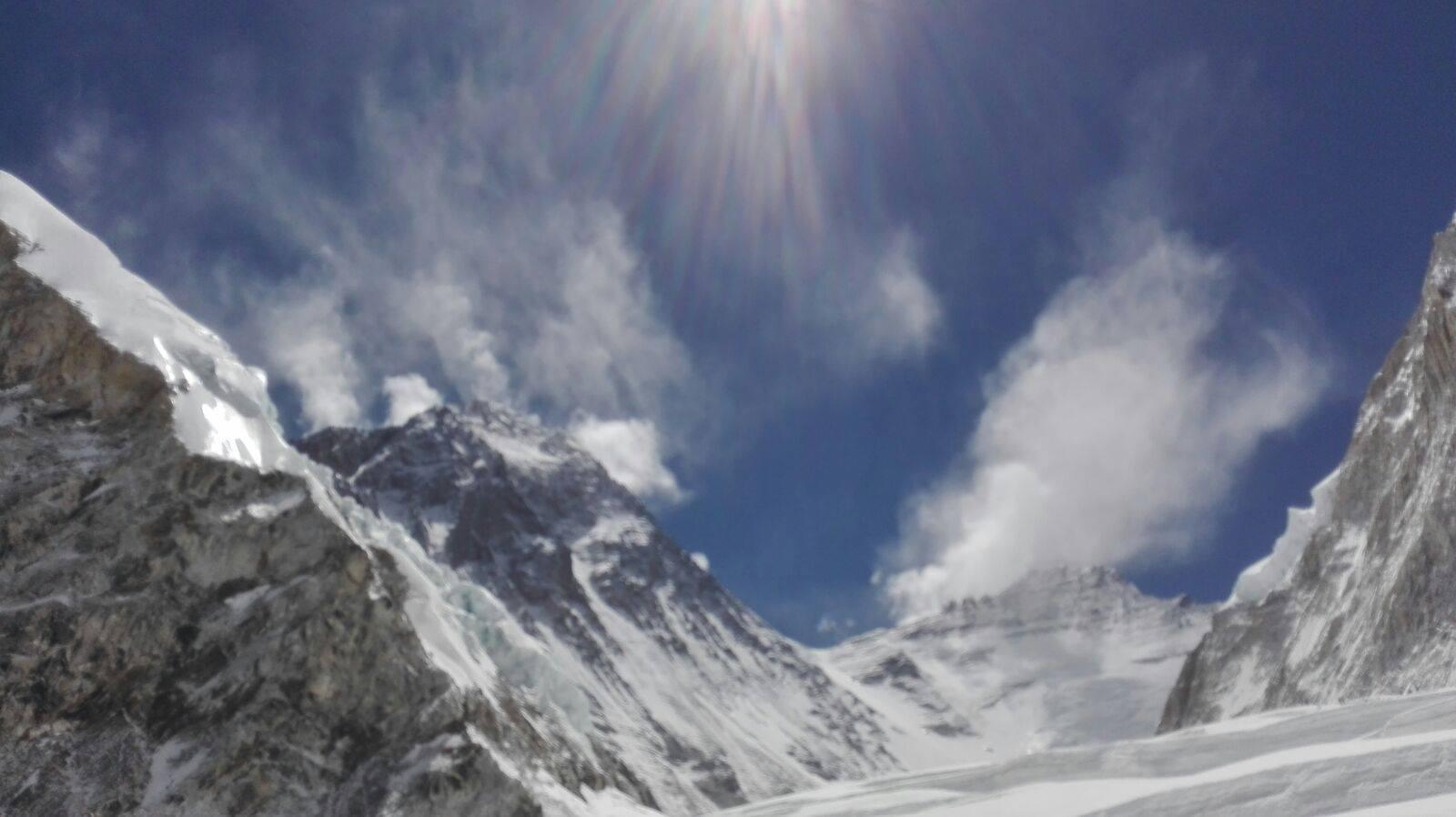 In aceeasi zi cu Horia Colibasanu un alt roman a cucerit Everestul