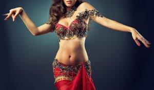 Woman performing_belly dancing