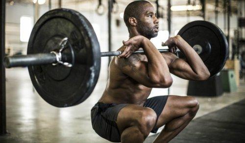 Man weight training_squats
