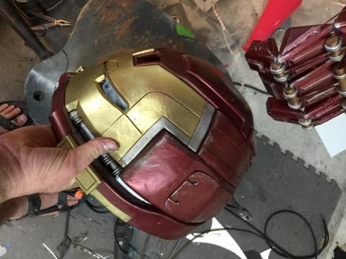 iron-man-hulkbuster-cosplay-5