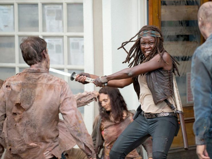 the-walking-dead-episode-603-michonne-sword