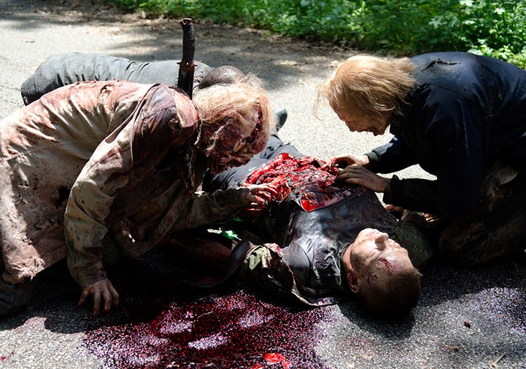 the-walking-dead-episode-603-walkers-eating