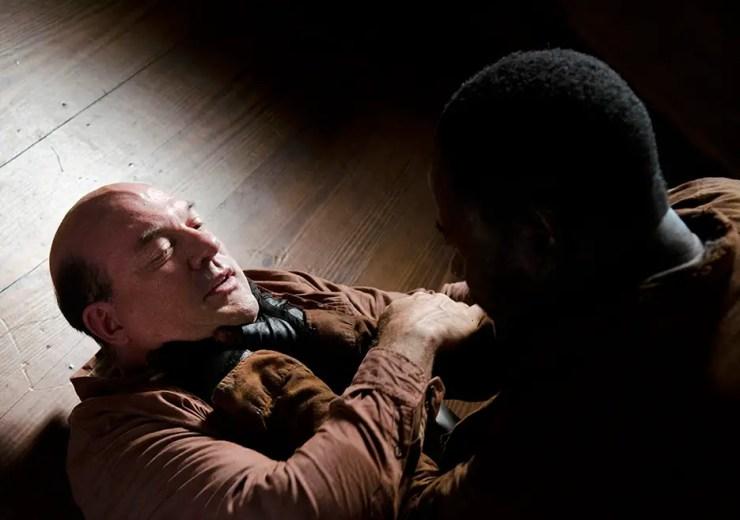 the-walking-dead-episode-604-morgan-choking-eastman