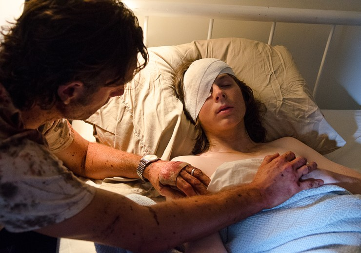 the-walking-dead-episode-609-rick-and-carl-hospital