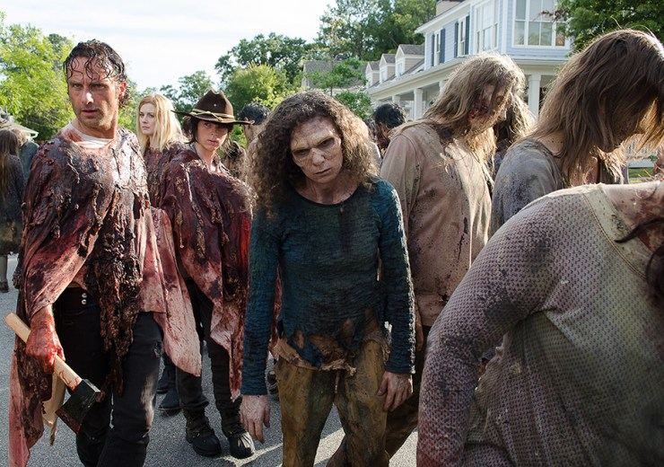 the-walking-dead-episode-609-rick-and-carl-zombie-juice-suits